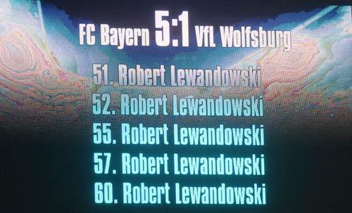 Ghi 5 bàn siêu tốc, Lewandowski nhận 4 kỉ lục Guinness - 1