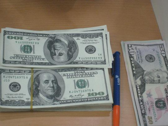 Ngân hàng Nhà nước tiếp tục bán USD - 1
