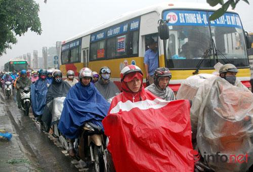 Hà Nội quyết chi hơn 2.000 tỷ chống ùn tắc giao thông - 1