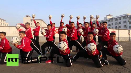 Xem đội bóng Thiếu Lâm đá bóng bằng kung-fu - 1