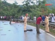Video An ninh - Cán chết 2 người trên đèo, lái xe hoảng sợ bỏ trốn