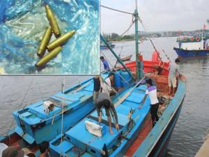 Tin tức trong ngày - Cận cảnh vết tích trên tàu cá có ngư dân bị bắn chết