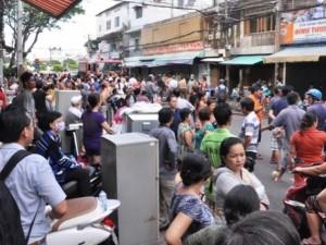 """Tin tức trong ngày - Ảnh: Cả trăm người tháo chạy khỏi """"biển lửa"""" giữa TPHCM"""