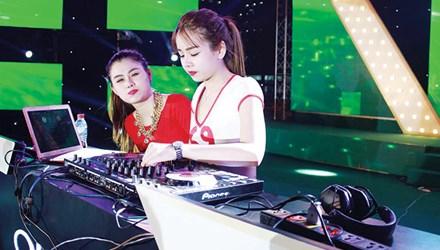 Góc khuất nghề DJ: Cạm bẫy sau ánh đèn mờ - 1