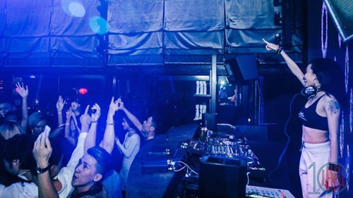 Góc khuất nghề DJ: Cạm bẫy sau ánh đèn mờ - 2