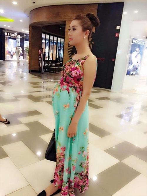 """Lâm Chi Khanh """"dở khóc dở cười"""" vì ảnh mang bầu - 1"""