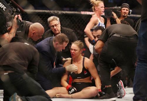 Ronda Rousey tái xuất sau trận thua lịch sử - 3