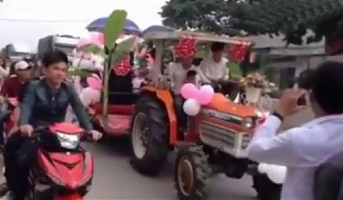 """""""Hết hồn"""" trước xe rước dâu cắm cây chuối ở Nghệ An - 2"""