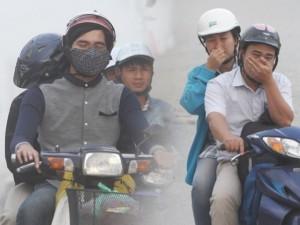 """Tin tức Việt Nam - Nín thở, bịt miệng vượt """"bão bụi"""" nơi cửa ngõ Thủ đô"""