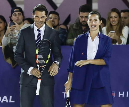 """Nadal """"đánh tennis cởi đồ"""" cùng bồ cũ Puyol - 1"""