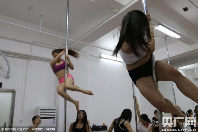 Hậu trường luyện tập đầy nước mắt của thiếu nữ múa cột - 6