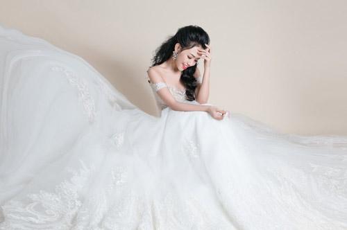 Hotgirl Joxy Thùy Linh đẹp tựa thiên thần trong bộ ảnh cưới - 4
