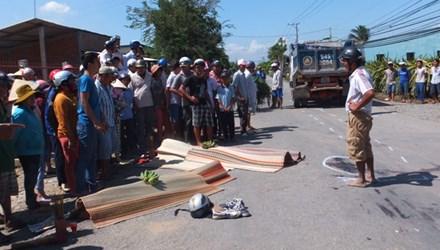Hai nam sinh bị xe tải cán qua người tử vong tại chỗ - 1
