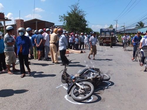 Hai nam sinh bị xe tải cán qua người tử vong tại chỗ - 2