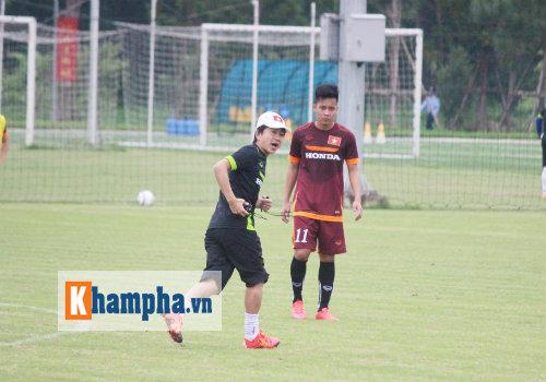 """U23 Việt Nam: HLV Miura bơi trong """"bể"""" áp lực - 1"""