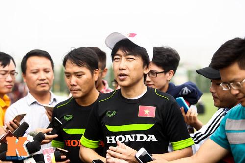 """U23 Việt Nam: HLV Miura bơi trong """"bể"""" áp lực - 2"""