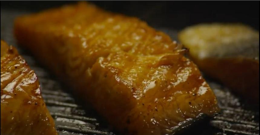 Cá hồi nướng cam nóng hổi đưa cơm ngày lạnh - 3