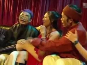 Video Clip Cười - Xuân Hinh cùng Hoài Linh đi hát karaoke