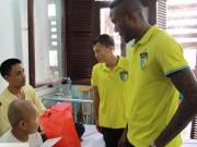Bóng đá - Cầu thủ làm từ thiện