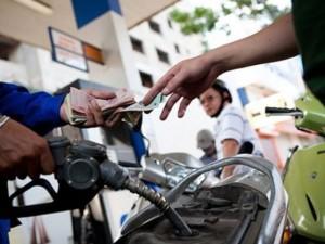 Giá xăng giảm thêm 250 đồng/lít từ 15h ngày 3.12