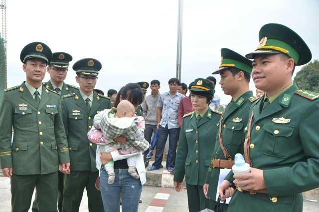 Giải cứu cô gái bị lừa bán sang Trung Quốc - 1