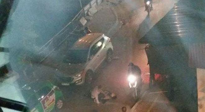 Hỗn chiến trên đường phố, 1 thanh niên bị đâm chết - 1