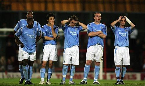 """10 năm, Man City từ """"trò hề"""" tới chỗ cười lại MU - 1"""