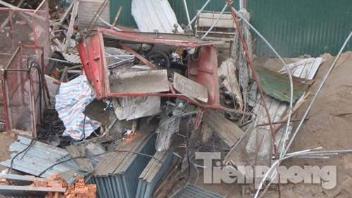 Người nhà khóc ngất bên thi thể nạn nhân vụ rơi vận thăng - 3