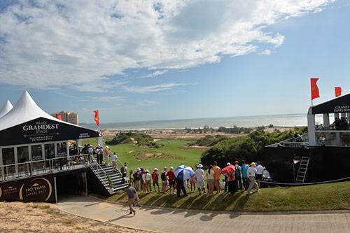 Tin thể thao HOT 4/12: Giải golf Hồ Tràm Open tạm hoãn vì gió lớn - 1