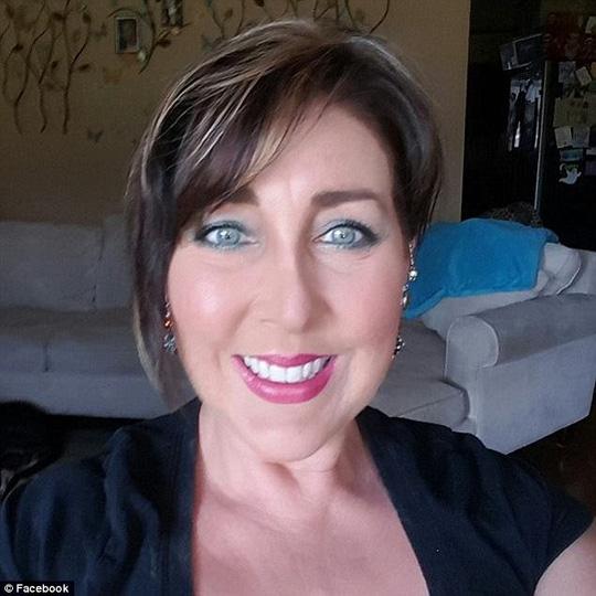 Con trai suýt chết vì túi silicone độn ngực mẹ nhiễm nấm - 2