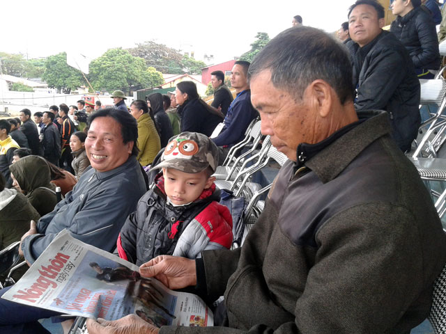 Người dân Kinh Bắc ngỡ ngàng với… đua ngựa - 2