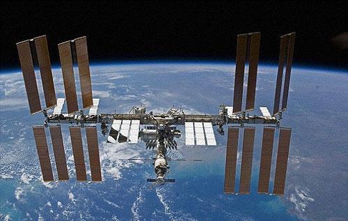 Siêu khó: Chạy trên vũ trụ đua với trái đất - 3