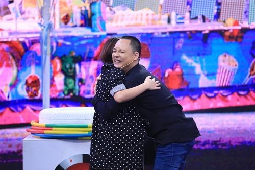 Vợ Nguyễn Hải Phong bầu bí vẫn chơi hết mình - 4