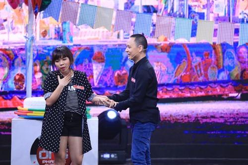 Vợ Nguyễn Hải Phong bầu bí vẫn chơi hết mình - 1