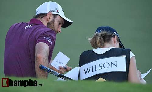 Những cô gái xinh đẹp bên lề giải golf triệu đô - 1