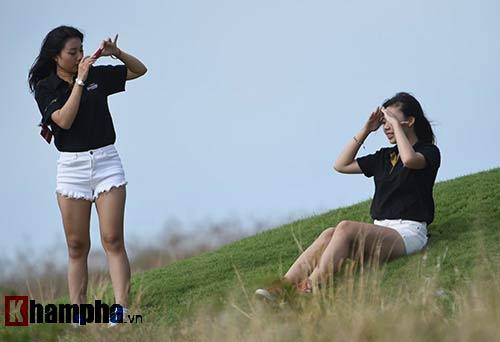 Những cô gái xinh đẹp bên lề giải golf triệu đô - 7