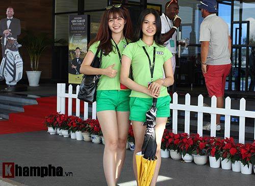 Những cô gái xinh đẹp bên lề giải golf triệu đô - 8