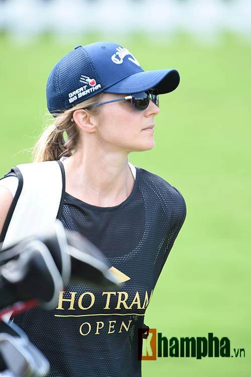 Những cô gái xinh đẹp bên lề giải golf triệu đô - 9