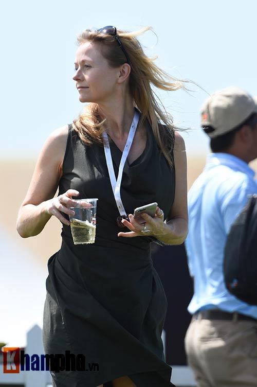 Những cô gái xinh đẹp bên lề giải golf triệu đô - 11