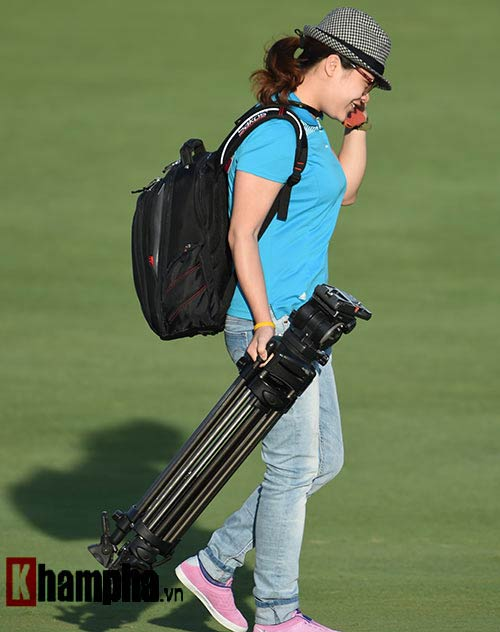 Những cô gái xinh đẹp bên lề giải golf triệu đô - 13