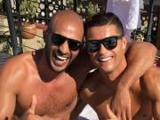 Ngôi sao bóng đá - Sao 360 độ 5/12: Ronaldo bị nghi là dân đồng tính