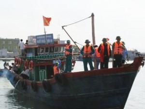 Tin tức trong ngày - Tàu cá gặp nạn, 9  ngư dân rơi xuống biển