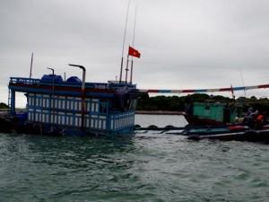 Tin tức trong ngày - Bộ đội biên phòng cứu sống 12 ngư dân bị chìm tàu