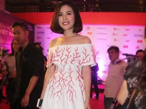 Vân Trang ngại khi được hỏi về phim của Victor Vũ
