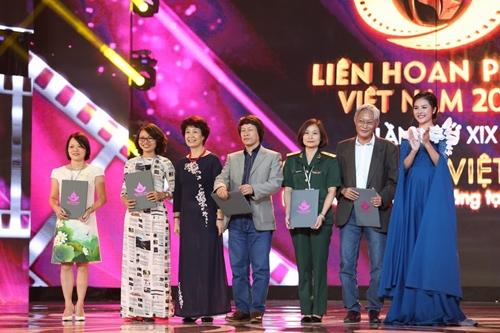 """Phim """"Hoa vàng cỏ xanh"""" bội thu giải thưởng ở LHP VN 19 - 4"""