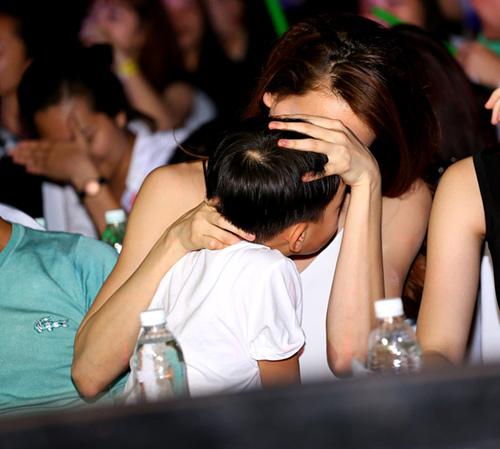 Con trai Hà Hồ sợ hãi khi bị chụp ảnh quá nhiều - 5