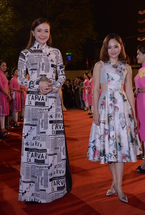 Đặng Thu Thảo, Vân Trang nổi bật trên thảm đỏ đêm bế mạc LHP VN 19 - 7