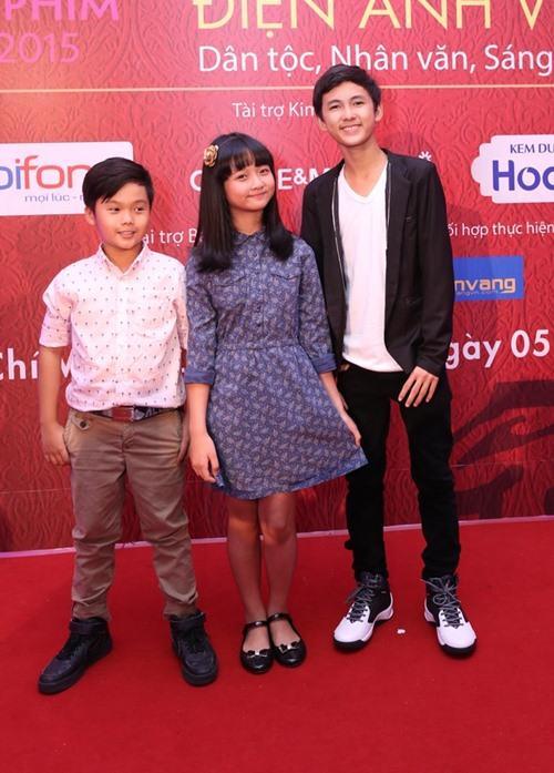 Đặng Thu Thảo, Vân Trang nổi bật trên thảm đỏ đêm bế mạc LHP VN 19 - 10