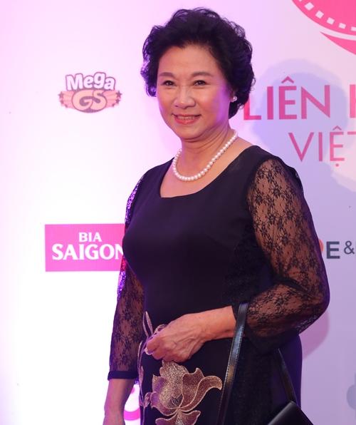 Đặng Thu Thảo, Vân Trang nổi bật trên thảm đỏ đêm bế mạc LHP VN 19 - 13