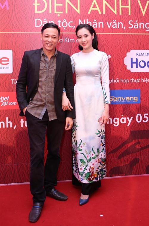 Đặng Thu Thảo, Vân Trang nổi bật trên thảm đỏ đêm bế mạc LHP VN 19 - 14